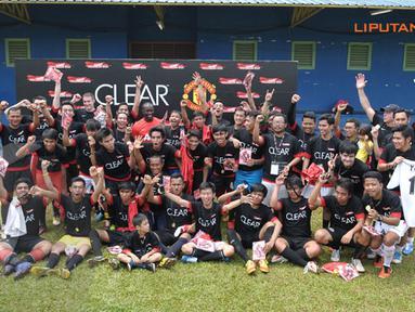 Peserta Training Ayo Indonesia Bisa berfoto bersama usai melakukan sesi latihan di Lapangan C Senayan (Liputan6.com/Helmi Fithriansyah).
