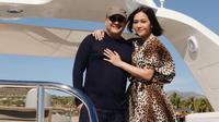 Maia Estianty dan Irwan Mussry saat liburan di Santa Maria Beach. (dok. Instagram @maiaestiantyreal/https://www.instagram.com/p/BtHRNOalwDv/Putu Elmira)