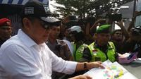 Ketua DPR Bambang Soesatyo pantau mudik. ©2018 Merdeka.com/Bram Salam