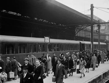 Potret Kehidupan Warga Paris Usai Perang Dunia II
