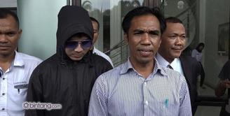 Korban kedua Saipul Jamil yang berinisial AW baru saja melakukan visum di Rumah Sakit Polri. Raidin Anom selaku pengacara AW pun menjelaskan seperti apa pemeriksaan yang dilakukan kliennya.
