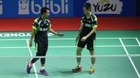 Mohammad Ahsan (kiri) masih terus jadi idola meski kalah di Indonesia Open 2018 (Liputan6.com/Helmi Fithriansyah)