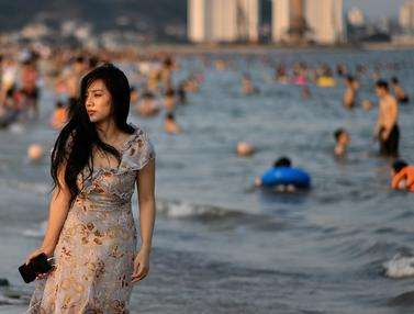 Begini Penuhnya Pantai di Vietnam Setelah Corona Mereda