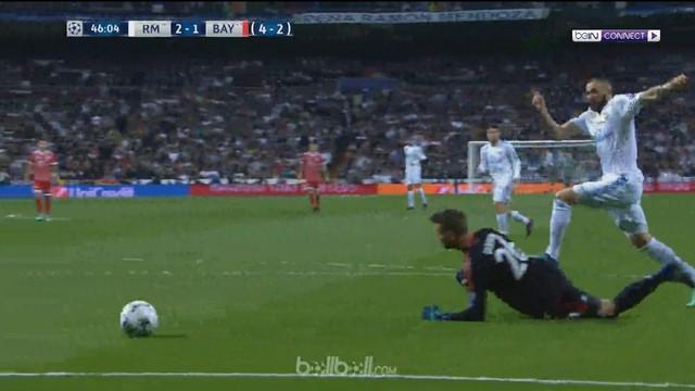 Berita video 2 gol Karim Benzema saat Real Madrid bermain imbang 2-2 kontra Bayern Munchen pada leg kedua semifinal Liga Champions 2017-2018. This video presented by BallBall.