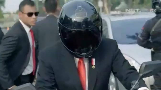 Atraksi Jokowi Naik Motor Saat Masuk ke GBK