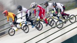 Pebalap sepeda BMX Indonesia, I Gusti Bagus Saputra, saat berlaga pada Asian Games di Pulomas International BMX Center, Jakarta, Sabtu (25/8/2018). Bagus Saputra meraih medali perak dengan catatan waktu 34,314 detik. (Bola.com/Peksi Cahyo)