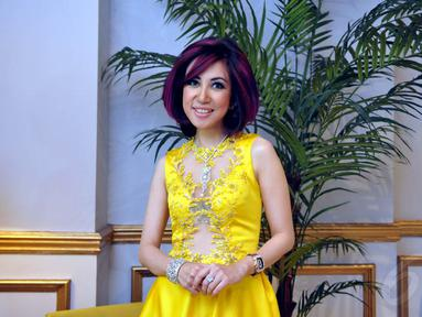 Sonia Wibisono merayakan ulang tahun yang ke-37 di Da Vinci Tower, Sudirman, Jakarta, Selasa (18/11/2014). (Liputan6.com/Panji Diksana)