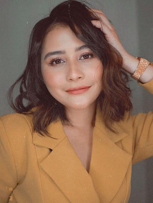 Foto Gaya Prilly Latuconsina Dengan Rambut Pendek Sebahu Tampil Lebih Dewasa Hot Liputan6 Com