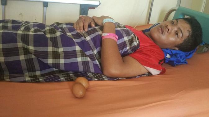 A, remaja di Gowa terbaring lemah usai mengeluarkan telur dari duburnya. (Liputan6.com/ Eka Hakim)#source%3Dgooglier%2Ecom#https%3A%2F%2Fgooglier%2Ecom%2Fpage%2F%2F10000