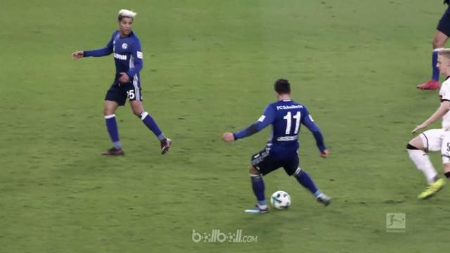 Berita video momen terlucu pekan ke-20 Bundesliga 2017-2018, gelandang Schalke gagal cetak gol. This video presented by BallBall.