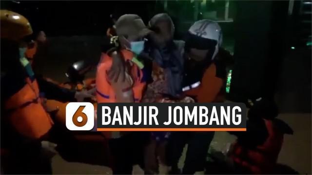Tingginya curah hujan membuat dua sungai di Jombang, Jawa Timur meluap dan merendam ratusan rumah warga. Akibatnya lebih dari 600 wraga mengungsi karena rumahnya tidak bisa ditinggali.