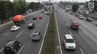 Kendaraan melintas di ruas tol lingkar luar di Jakarta, Minggu (26/8). Direktur Utama PT Jasa Marga (Persero) Tbk Desi Arryani membuka kemungkinan, integrasi tarif Tol JORR ini akan diberlakukan pada awal September. (Liputan6.com/Immanuel Antonius)