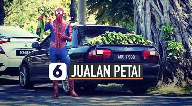 Biasanya spiderman beraksi menyelamatkan masyarakat dari serangan penjahat. Tetapi berbeda dengan spiderman yang satu ini karena beraksi dengan berjualan petai.