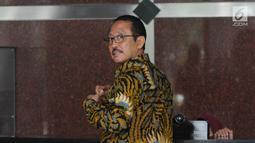 Mantan Kepala BPPN, I Putu Gede Ary Suta usai menjalani pemeriksaan oleh penyidik di gedung KPK, Jakarta, Rabu (29/8). Ary Suta diperiksa untuk penyelidikan terkait dugaan korupsi penerbitan SKL BLBI. (Merdeka.com/Dwi Narwoko)