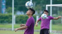Timnas Indonesia U-22 proyeksi SEA Games 2021 menggelar latihan perdana di Lapangan D, Jakarta, Senin (21/12/2020) sore WIB. (dok. PSSI)