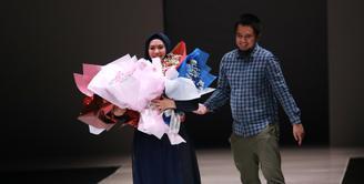 Tidak hanya disibukan dengan dunia dakwah, pendidikan dan kariernya sebagai artis, Oki Setiana Dewi juga sibuk serius dalam merancang busana muslim. (Adrian Putra/Bintang.com)