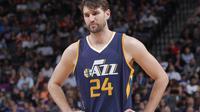 Dallas Mavericks resmi merekrut Jeff Withey yang dilepas Utah Jazz pada musim panas ini.(The Smoking Cuban)