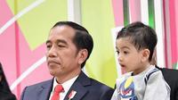 Jokowi dan Jan Ethes di pembukaan Asian Para Games 2018. (dok. Instagram @jokowi/https://www.instagram.com/p/BonrxZshJz5/?taken-by=jokowi/Putu Elmira)