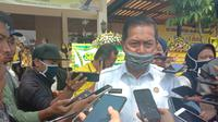 Wali Kota Serang, Safrudin, mengizinkan bioskop, konser musik, dan lokasi keramaian dibuka kembali meski pandemi Covid-19 belum berakhir. (Liputan6.com/ Yandhi Deslatama)