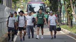 Pemain Timnas Indonesia, Hansamu Yama, bersiap mengikuti latihan di Lapangan ABC Senayan, Jakarta, Selasa (20/11). Latihan ini persiapan jelang laga Piala AFF 2018 melawan Filipina. (Bola.com/Vitalis Yogi Trisna)