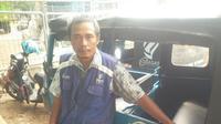 Pria tiga orang anak ini mengungkapkan, sebelum menjadi pengemudi bajaj, dirinya pernah menjadi guru SMP di Tegal.