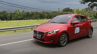 Kondisi jalanan yang berkelok-kelok, tanjakan dan turunan dapat diatasi karena All New Mazda2 memiliki fitur Dynamic Stability Control (DSC)