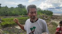 Darwis, aktivis lingkungan yang sudah 22 tahun mengkampanyekan pentingya mangrove. (Liputan6.com/M Syukur)