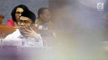 Menteri Pendidikan dan Kebudayaan Muhadjir Effendy menghadiri rapat kerja dengan Komisi X DPR di Kompleks Parlemen, Senayan, Jakarta, Rabu (4/9/2019). Rapat tersebut membahas Rencana Kerja dan Anggaran Kementerian dan Lembaga (RKAKL) Tahun 2020. (Liputan6.com/Johan Tallo)