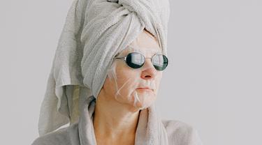 Sheet Mask Lebih Baik Dipakai Pagi atau Malam Hari?