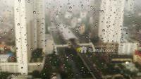 Hujan yang turun patut disyukuri, tetapi harus juga diantisipasi. Perhatikan rumah Anda, apakah sudah siap menaungi Anda saat hujan turun.