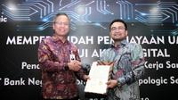 Pemimpin Divisi Bisnis Usaha Kecil 2 BNI Bambang Setyatmodjo (kiri) dan Chief Executive Officer Triplogic Oki Earlivan (kanan) menandatangani Perjanjian Kerja Sama (PKS) tentang Pembiayaan UMKM Melalui Akses Digital. Dok: BNI
