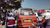 Para sopir angkot di Garut sejak awal sudah meneriakkan penolakan atas rencana kehadiran layanan ojek online di kota berjuluk Kota Intan. (Liputan6.com/Jayadi Supriadin)