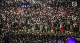 Massa aksi dari Gerakan Nasional Kedaulatan Rakyat berunjuk rasa di depan Gedung Bawaslu, Jakarta, Selasa (21/5/2019). Dalam aksinya yang dijaga aparat kepolisian, mereka meminta Bawaslu memeriksa hasil perolehan suara Pemilu 2019 yang dinilai banyak kecurangan. (Liputan6.com/Faizal Fanani)