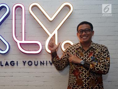 Direktur Utama PT Railink Heru Kuswanto saat berkunjung ke kantor Kapan Lagi Youniverse di Jakarta, Kamis (15/11). Kunjungan tersebut untuk bersilaturahmi dan melakukan wawancara seputar kereta bandara. (Liputan6.com/Johan Tallo)