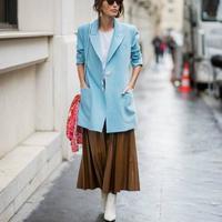 Bosan dengan gaya yang itu-itu saja? Intip inspirasi gaya busana seru ke kantor dengan blazer warna atraktif. (Foto: instagram @thestyleograph)