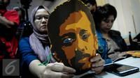 Topeng wajah Munir yang digunakan sejumlah aktivis HAM pada saat mengikuti Sidang KIP dalam sengketa informasi publik atas dokumen laporan Tim Pencari Fakta (TPF) kasus meninggalnya Munir memasuki putusan, Senin (10/10). (Liputan6.com/Faizal Fanani)