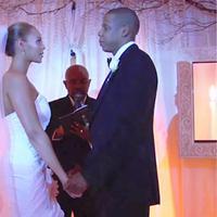 Kebahagian sedang berpihak pada Beyonce dan Jay Z. Selain menunggu kelahiran anak ke-2, pasangan ini juga merayakan ulang tahun pernikahannya yang ke-9. (doc.usmagazine.com)