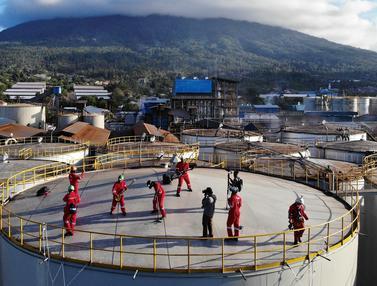Aksi Boomerang dan Aktivis Greenpeace Duduki Kilang Minyak di Bitung