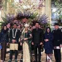 Anissa Trihapsari dan Sultan Djorgi hadiri pernikahan Sekar (Instagram/@robbyray_yohannesbridal)