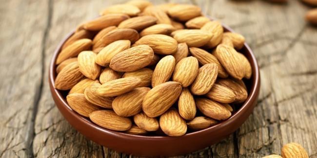 Kacang almond pahit mengandung racun/copyright Shutterstock.com