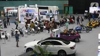 Suasana pameran pada Hari Listrik Nasional di JCC, Jakarta, Rabu (9/10/2019). Acara ini diisi dengan seminar serta pameran produk terkini terkait listrik 4.0 termasuk mobil dan sepeda motor listrik. (Liputan6.com/Angga Yuniar)