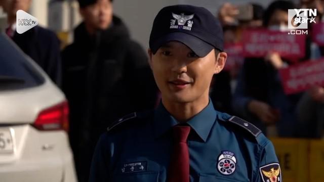 Personel boyband JYJ, Kim Junsu telah menyelesaikan wajib militer pada Senin (5/10) setelah 21 bulan lamanya.