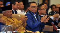 Ketua Dewan Pertimbangan PAN, Amien Rais (kiri) di dampingi Ketua Umum PAN Zulkifli Hasan dan  Ketua Umum Barisan Muda PAN Yandri Susanto (kanan), saat menghadiri acara Pembukaan Kongres BM PAN di Jakarta, Sabtu, (20/8). (Liputan6.com/Johan Tallo)