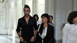 Dalam acara itu, Jupe dan Gaston terlihat kompak mengenakan pakaian hitam, Bandung, (13/9/14). (Liputan6.com/Panji Diksana)