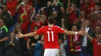 Pemain Wales, Gareth Bale merayakan golnya saat melawan Moldova pada laga kualifikasi Piala Dunia 2018 di Stadion Cardiff City Stadium, Cardif, Wales Selatan, (6/9/2016) dini hari WIB.  (AFP/Geoff Caddick)