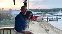Barack Obama dan Michelle Obama merayakan ulang tahun pernikahan yang ke-27. (dok. Instagram @michelleobama/https://www.instagram.com/p/B3KPC49gbqM/Putu Elmira)