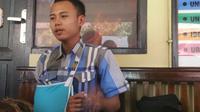 Tak hanya tulang belikatnya yang patah, mahasiswa yang dipukuli itu juga terluka di dahi akibat disundut rokok. (Liputan6.com/Fajar Eko Nugroho)