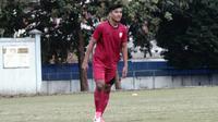 Mantan striker PSM Makassar, Agi Pratama merapat ke Persis Solo. (Bola.com/Vincentius Atmaja)
