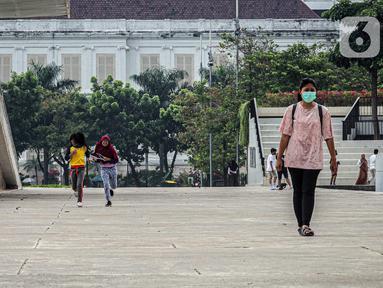Suasana Taman Lapangan Banteng di Jakarta, Minggu (18/10/2020). Taman Lapangan Banteng kembali dibuka di masa PSBB Transisi dengan protokol kesehatan ketat. (Liputan6.com/Faizal Fanani)