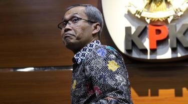 Komisioner KPK, Alexander Marwata usai mengumumkan penetapan tersangka baru kasus dugaan suap dana hibah Kemenpora ke KONI Pusat, Gedung KPK, Jakarta, Rabu (18/9/2019). KPK menetapkan Menpora Imam Nahrawi sebagai tersangka baru diduga menerima suap Rp26,5 milyar. (Liputan6.com/Helmi Fithriansyah)